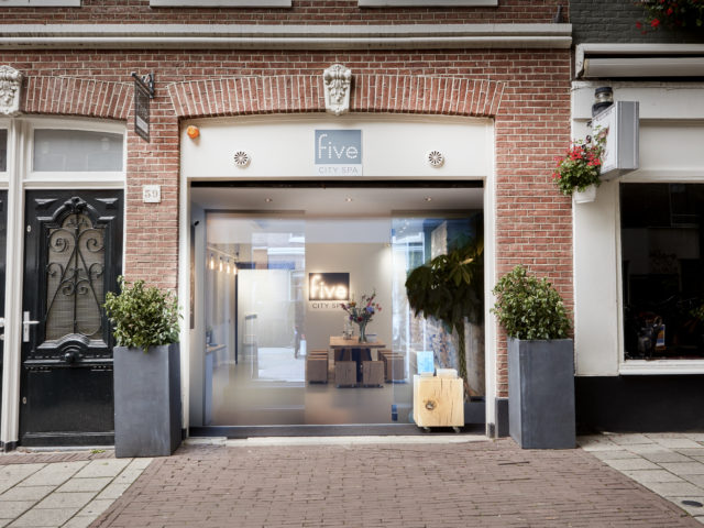 BOOK A WELL-DESERVED MASSAGE IN AMSTERDAM!